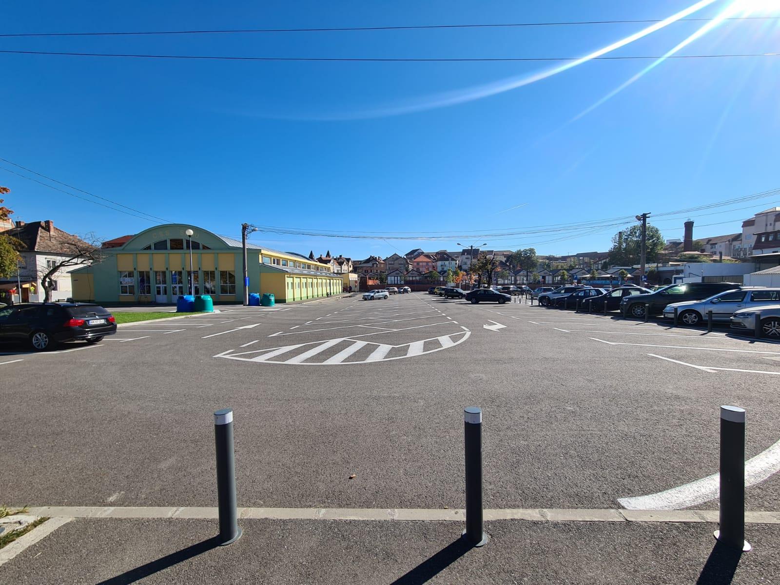Centrul de vaccinare drive through se mută de pe Cazarma 90 în parcarea din Piața Teatrului