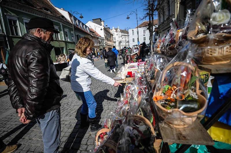 Vânzarea  produselor de Sfântul Valentin pe domeniul public