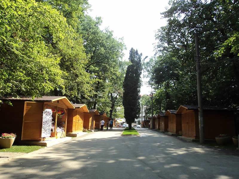 Licitație pentru cinci spații comerciale de la intrarea la Zoo