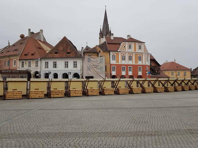 Primăria Sibiu a amplasat 20 de standuri în Piața Mică pentru vânzarea de produse hand made și suvenire