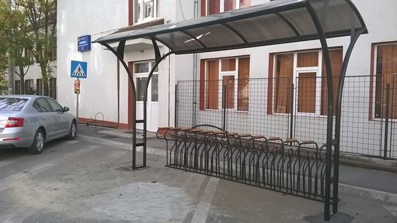 Primăria Sibiu a început montarea de rastele pentru biciclete